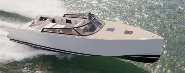 Charter your luxury yacht in Saint-Tropez with Excellence
